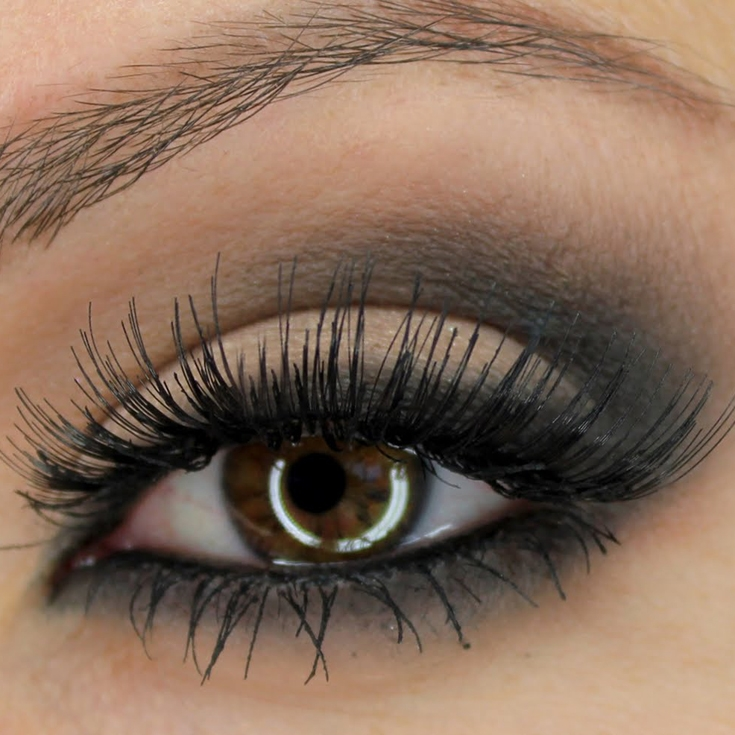 Steps to Achieving a Classic Smoky Eye